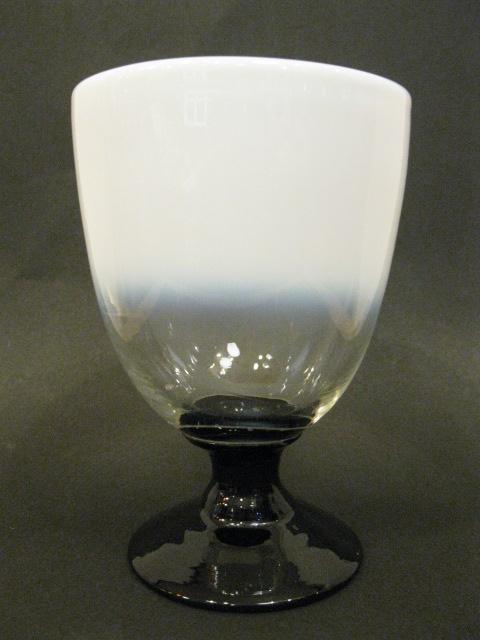 画像1: 氷コップ◇乳白◇グラデーション◇黒足◇吹きガラス◇なつめ型